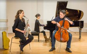 Asya Fateyeva, klassiches Saxophon, Risa Adachi, Klavier, Matias de Oliveira Pinto, Violoncello