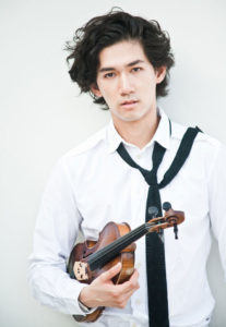 Iskandar Widjaja mit seiner Violine