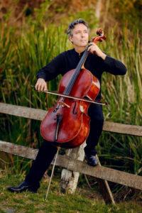 Matias de Oliveira Pinto mit seinem Cello